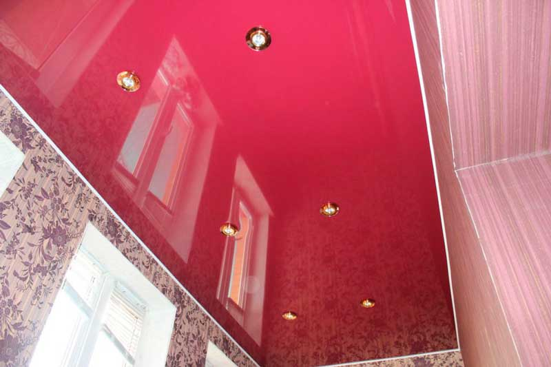 natyazhnoi-potolok-na-balkon8